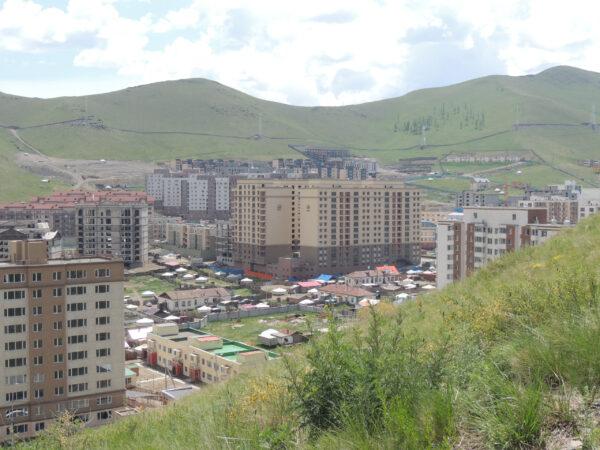 Страна добродушных кочевников. Часть 1: Улан-Батор исеребряный Чингис-хан