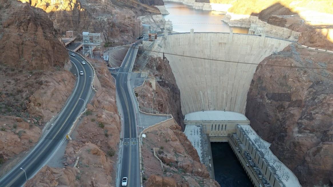 Вид с моста на плотину
