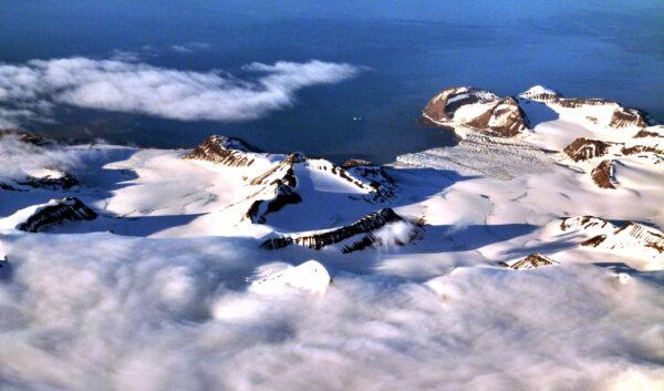 Перелет Oslo-Longyearbyen. Лофотены иШпицберген. Вид сверху.