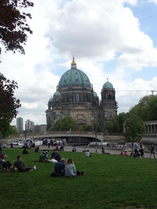 Тыли, пасмурный Берлин… (Сологуб Ф.)