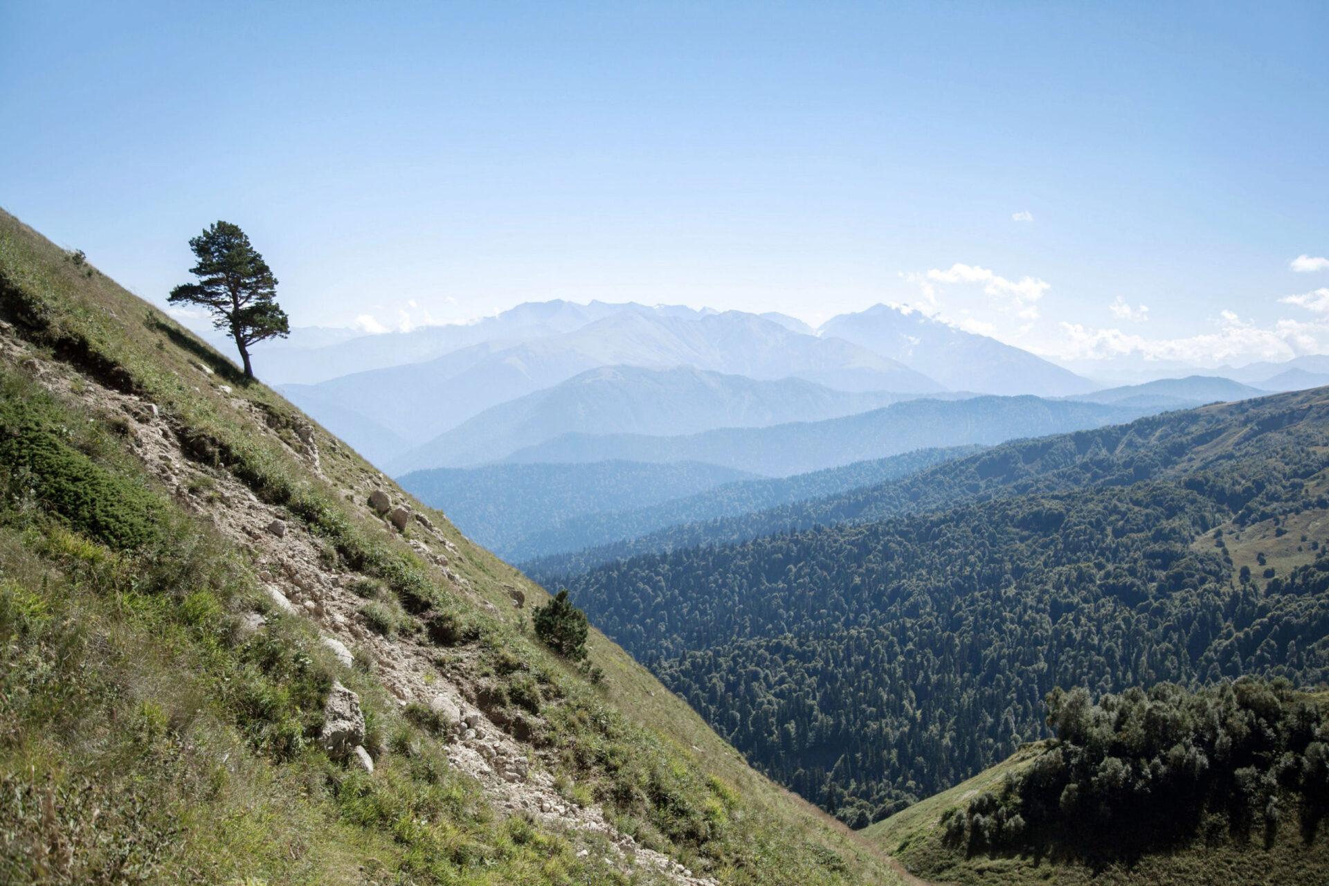 Кавказ. Через горы кморю