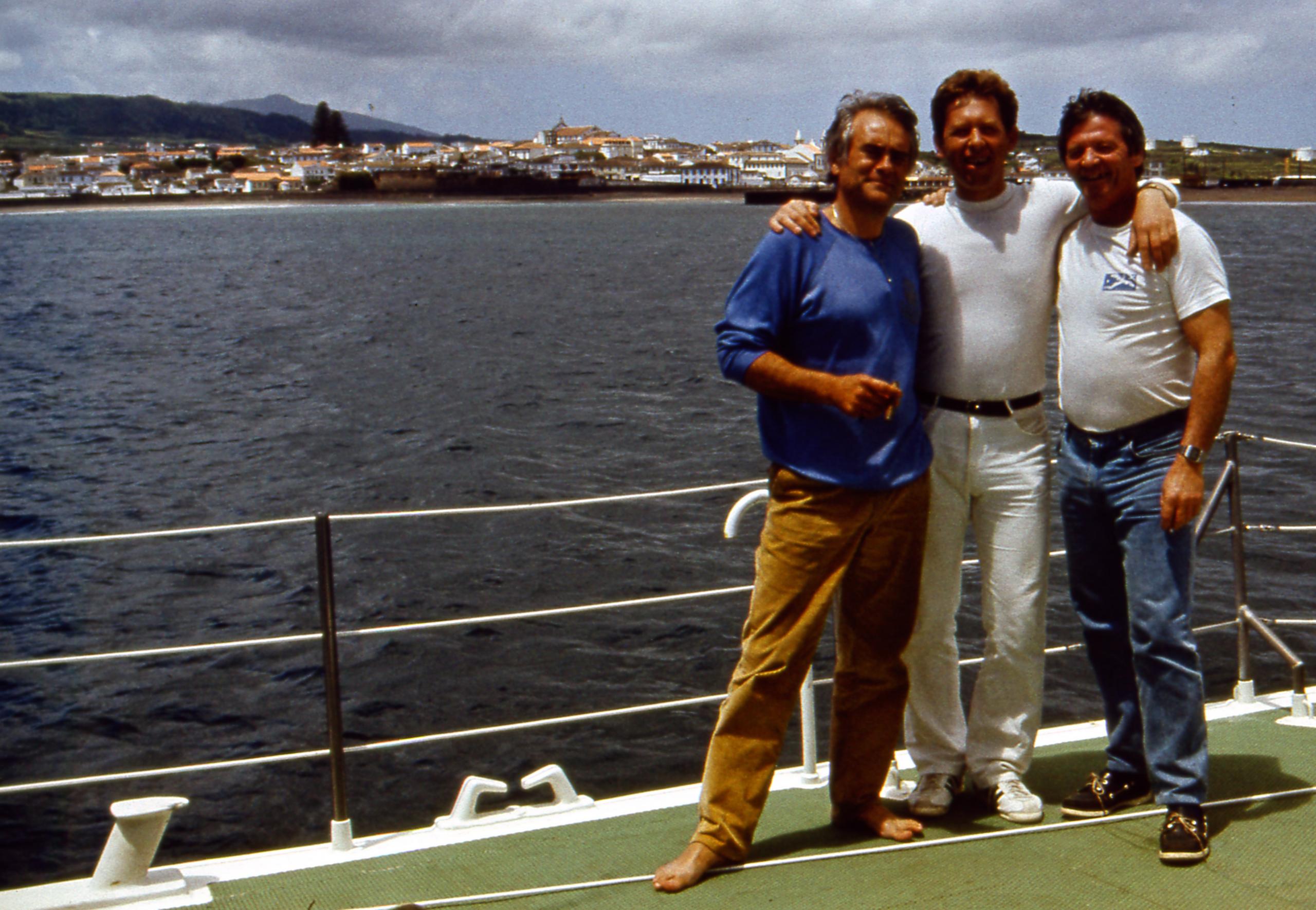 Три неразлучных товарища - Бернар Деги, Владимир Кривошеев, Жозеф Гийу на фоне столицы острова Терсейра (Азоры)