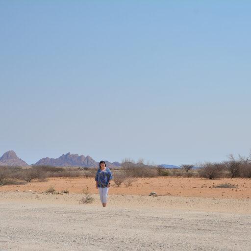 Намибия. Spitzkoppe. Африканский Маттерхорн — гранитные горы в пустыне Намиб.