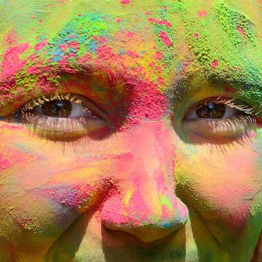 Фестиваль красок в лицах