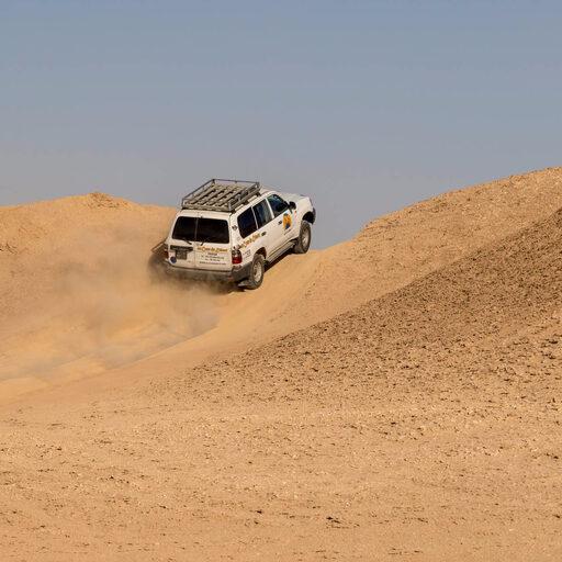 Поездка на джипах по пустыне. Декорации к фильму «Звёздные войны»