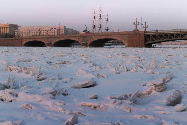 Под Троицким мостом (Питер)